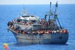 Immigrazione, soccorsi in 450 al largo di Lampedusa