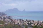 Svaligia due villette a Trabia ma trova un posto di blocco dei carabinieri: un arresto