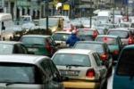 Socializzando con l'automobilista accanto a noi nel traffico di Palermo