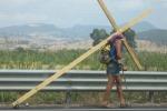 Con croce in spalla da Milano a Cefalù in tre mesi
