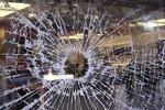 Piazza Armerina, porte sfondate e finestre rotte: distrutto dai vandali il palasport